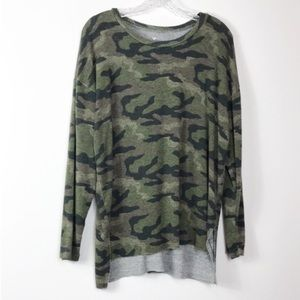 AEO Soft & Sexy Plush Raw Hem Camo Tee-Shirt L